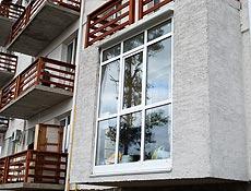 Французский балкон: металлопластиковый профиль Rehau,  нижнее заполнение стеклопакет, профиль рамы и импоста усилен квадратной армировкой 2мм, г. Ирпень