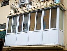 Металлопластиковый французский балкон: нижнее заполнение сендвич панель, конструкции собраны через фасадный армирующий профиль, старое ограждение демонтировано, г. Ирпень
