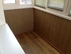 Внутренняя обшивка балкона: пол и парапет утеплены пенопластом 50мм; стена балкона зашита усиленной вагонкой пластиковой бесшовной под дуб; пол - на установленные деревянные лаги уложена OSB плита 20мм, сверху линолеум, отделка плинтусом. г.Ирпень