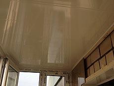 Обшивка балкона: потолок утеплен пенопластом 50м, вагонка бесшовная пластиковая, белая; боковая стенка в процессе отделки вагонкой на деревянные рейки (брус клееный). г Ирпень