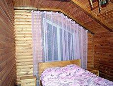 Спальня мансардное окно